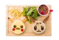 Piatto Focaccine Buoni Amici di Pikachu e Eevee (Pokémon Café Tokyo DX Menù celebrativo Let's Go! 2018-2019).png