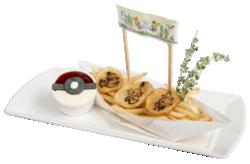 Tutti si radunano al Pokémon Café! Patate fritte del Pokémon Café (Pokémon Café Everything with Fries di Singapore).png